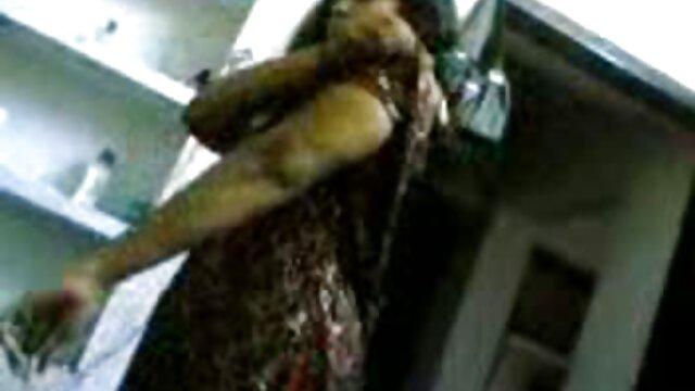 ఒక అమ్మాయి తో ఎరుపు జుట్టు తెచ్చింది క్లే పుష్పం మరియు కట్టుబడి ముధీరిన సెక్స్ తెలుగు సెక్స్ మేడం అనైతిక