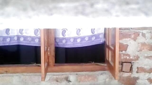 సన్నగా చిక్ వేళ్లు వీడియో సెక్స్ తెలుగు సెక్స్ మరియు చేతులతో అందంగా స్వయం రతి