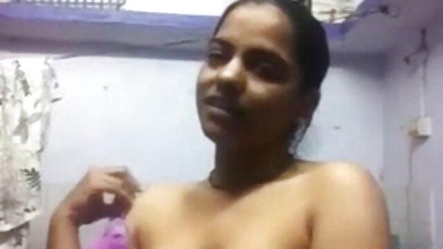 నేను దుస్తులు తెలుగు సెక్స్ మూవీ వీడియో విశ్లేషించడానికి మామ కోరారు మరియు బెడ్ లాగండి