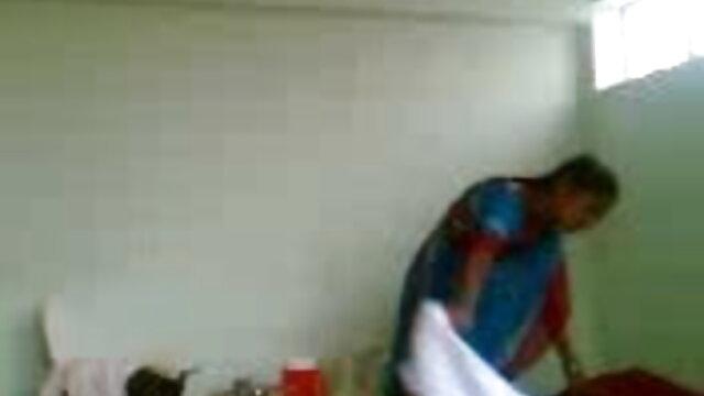 లుయిస్ ఆమె జుట్టు తెలుగు సెక్ష్ చేతులతో ఆమె యోని వణుకు