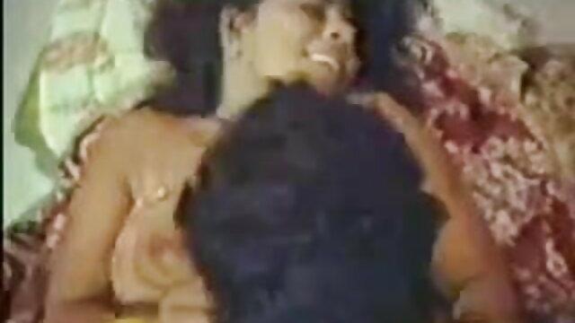 చిన్న కాక్స్ పీలుస్తుంది మరియు తెలుగు సెక్స్ పిక్చర్ masturbated న weebcam