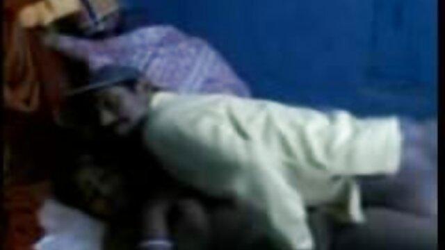 నేను సీసా లోకి ఉరుగుజ్జులు కురిపించింది మరియు టాయిలెట్ స్ప్రే చూపించింది తెలుగు హీరోయిన్ సెక్స్ వీడియో